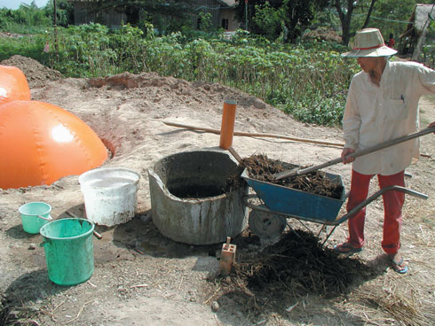 Filling the biogas system